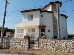 Yesiltepe de Mustakil Havuzlu Villa