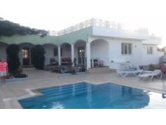 Didim Balova'da 5000 M2 Arsa İçinde Satılık 5+1 Havuzlu Villa