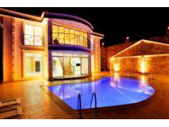 Didim Yeşiltepe'de Satılık 6+1 Eşsiz Villa